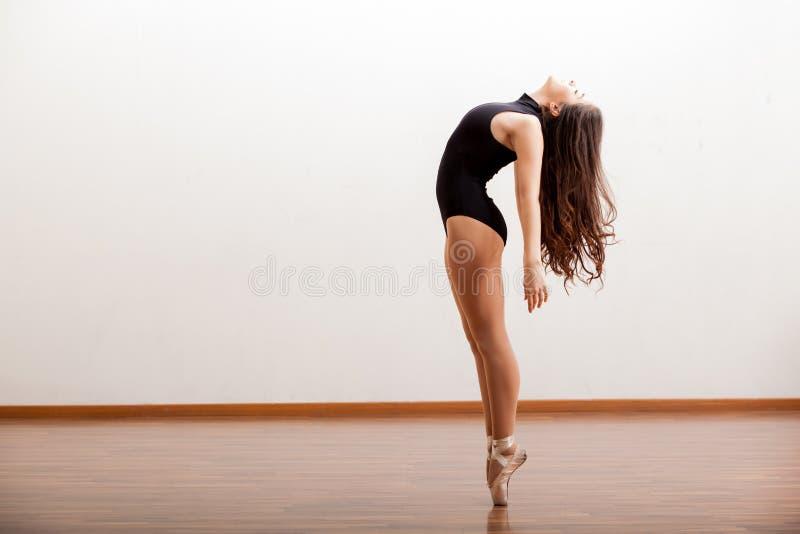 Seksowny żeński baletniczy tancerz zdjęcie royalty free