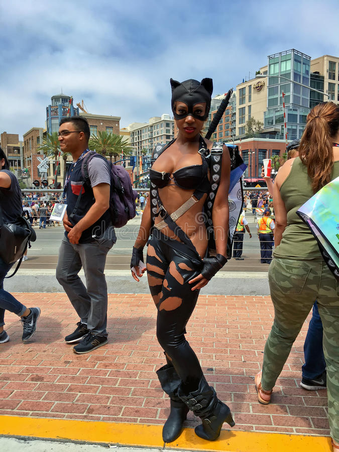 Seksowny Catwoman w rzemiennym kostiumu obrazy royalty free