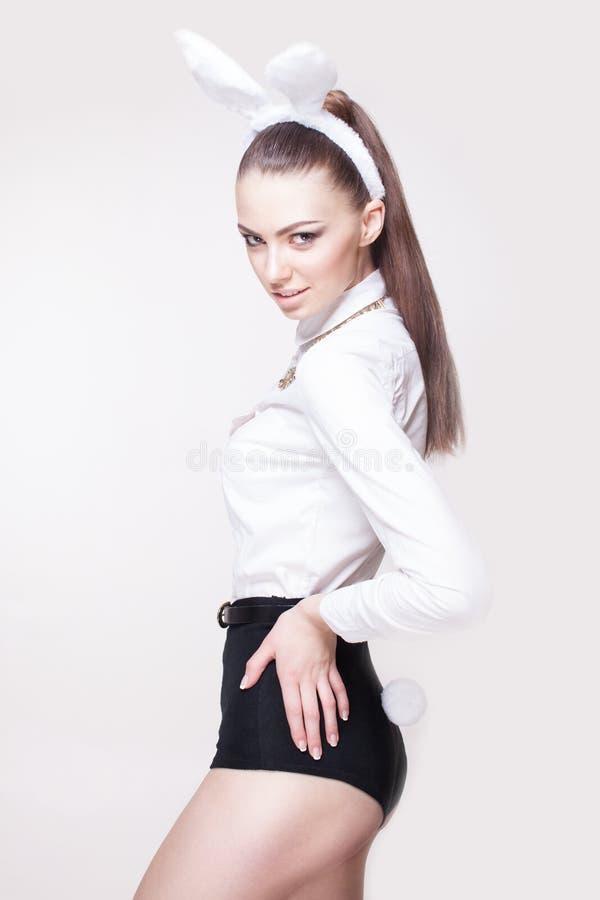 Seksowny model w królika kostiumu zdjęcia royalty free