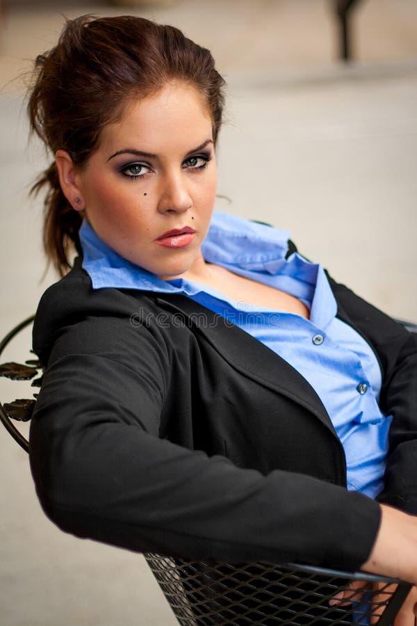 Seksowny piękny Brunete biznesowej kobiety dziewczyny damy dorosłej kobiety wea fotografia royalty free