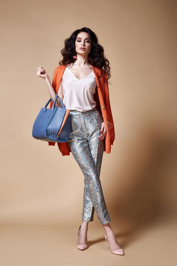Seksowny piękny kobiety mody splendoru modela brunetki włosy makeup zdjęcie royalty free