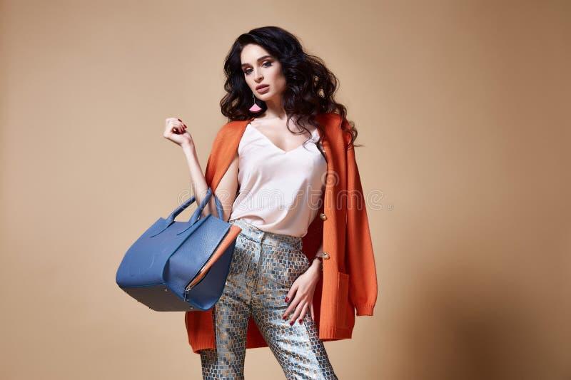 Seksowny piękny kobiety mody splendoru modela brunetki włosy makeup fotografia stock