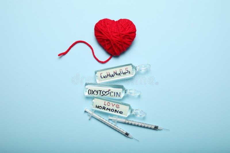 Seksualiteit en liefde, oxytocin hormoon in lichaam ZWANGER concept stock fotografie