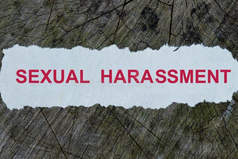 Seksuele intimidatiewoord op een verwijderde krant royalty-vrije stock foto's