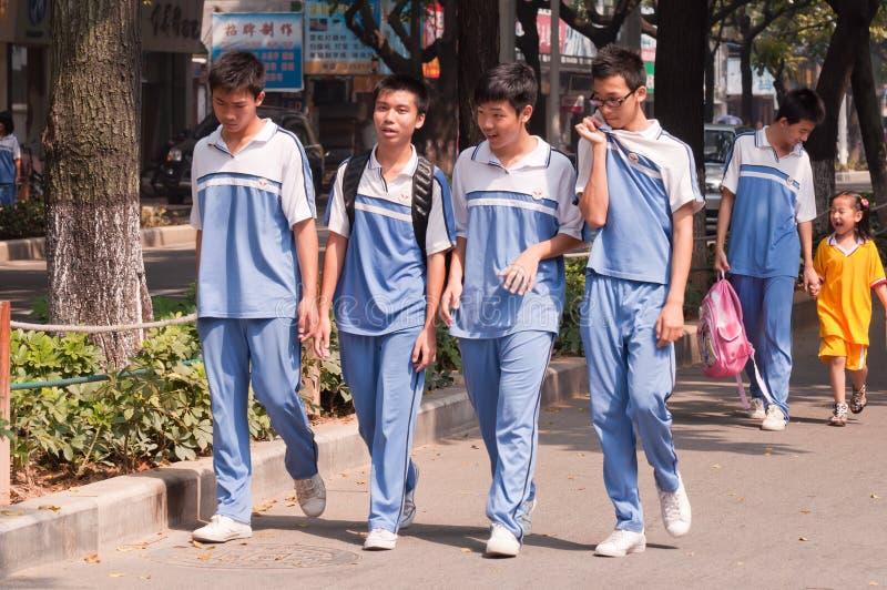 Sekundarschulekursteilnehmer in China stockbilder