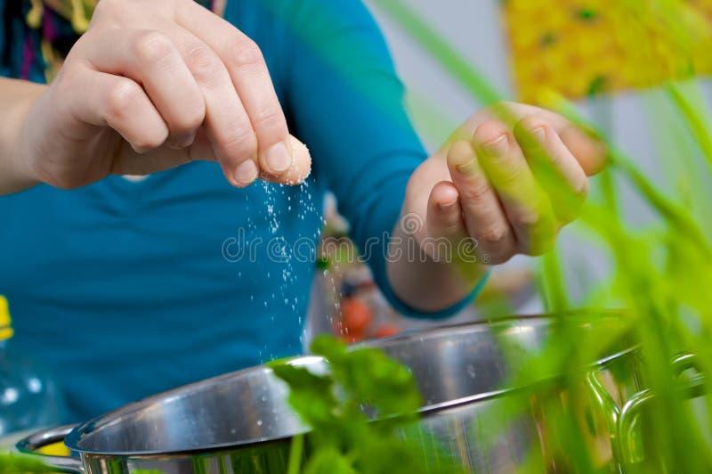 Sel dans l'eau photo stock