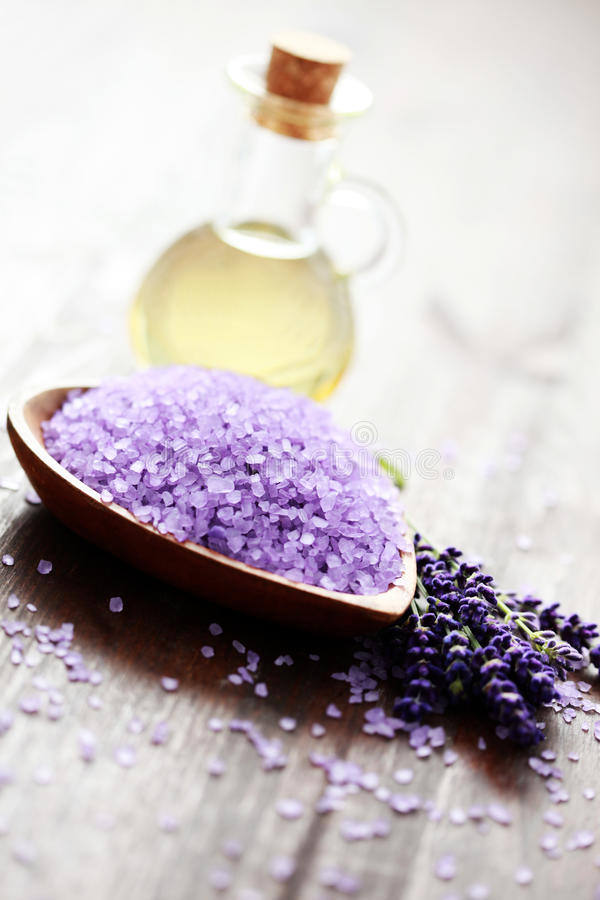 Sel de bain de lavande et pétrole de massage image stock