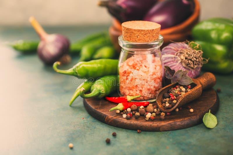 Sel et épice roses photographie stock libre de droits