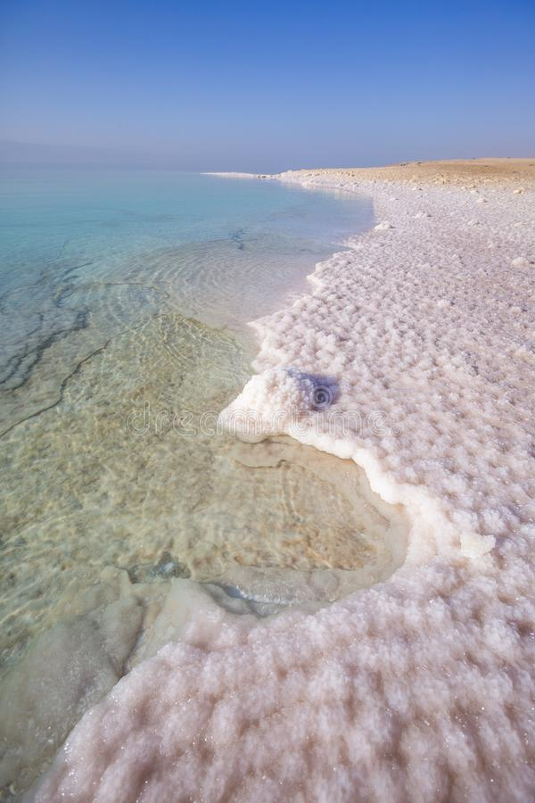 Sel sur le rivage Mer morte Paysage de la Jordanie photographie stock
