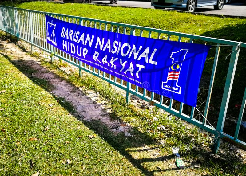 SELANGOR, MALÁSIA - 28 de abril de 2018: as bandeiras e as bandeiras dos partidos políticos que participarão no ` s 14o de Malási imagem de stock royalty free