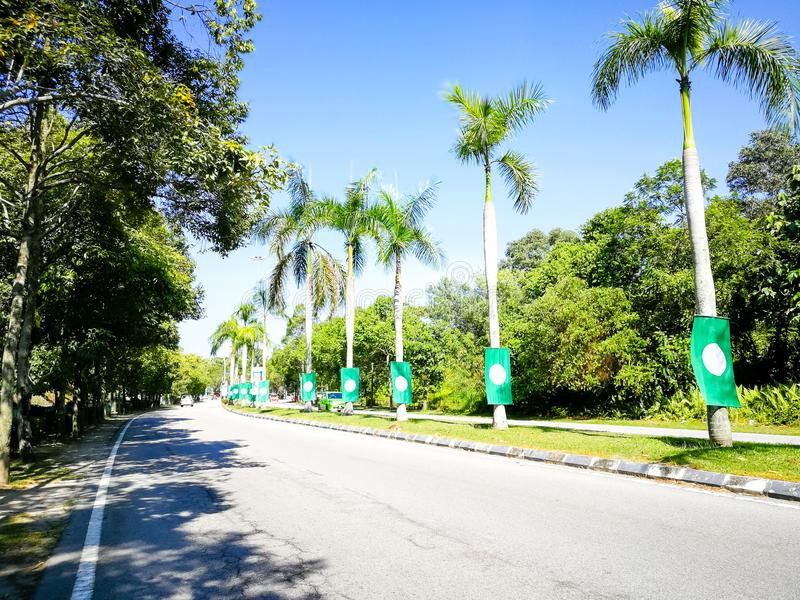 SELANGOR, MALÁSIA - 28 de abril de 2018: as bandeiras e as bandeiras dos partidos políticos que participarão no ` s 14o de Malási imagens de stock royalty free