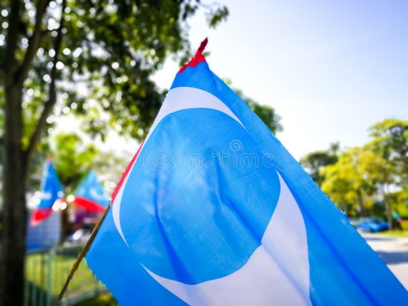 SELANGOR, MALASIA - 28 de abril de 2018: las banderas y las banderas de los partidos políticos que participarán en el ` s 14to de foto de archivo libre de regalías