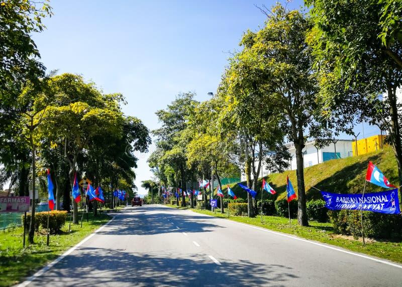 SELANGOR, MALESIA - 28 aprile 2018: le bandiere e le insegne dei partiti politici che parteciperanno al ` s quattordicesima della fotografia stock