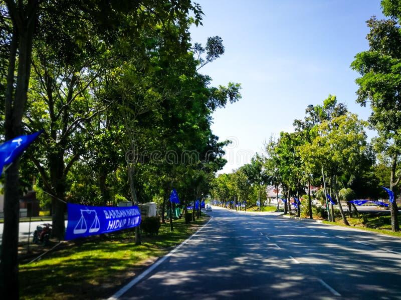 SELANGOR, MALESIA - 28 aprile 2018: le bandiere e le insegne dei partiti politici che parteciperanno al ` s quattordicesima della fotografie stock