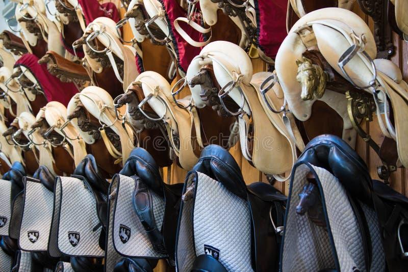 Selas espanholas da escola de equitação imagem de stock