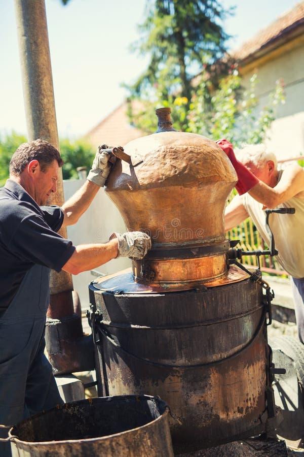 Selbst gemachte Brennerei für die Herstellung des Weinbrands stockbild
