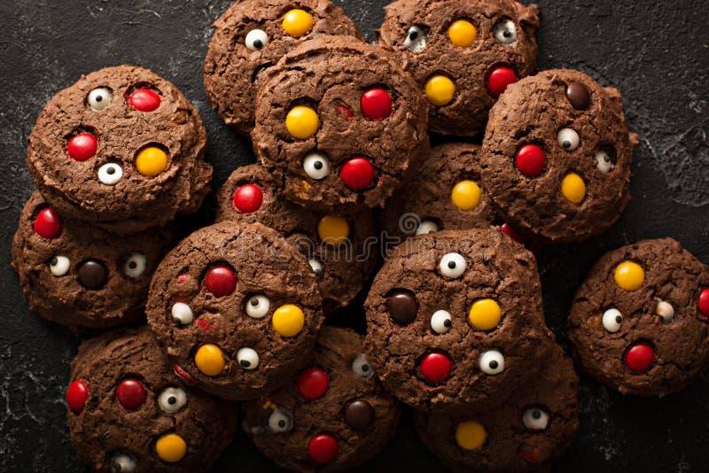Selbst gemachte Festlichkeiten der Schokoladenmonster-Plätzchen für Halloween lizenzfreies stockbild