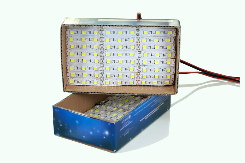 Selbst gemachte geführte Lampen lokalisiert auf weißem Hintergrund stockfoto