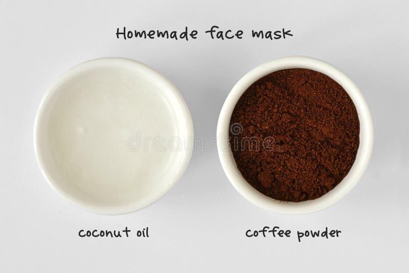 Selbst gemachte Gesichtsmaske gemacht aus Kokosnussöl- und Kaffeepulver heraus stockbilder