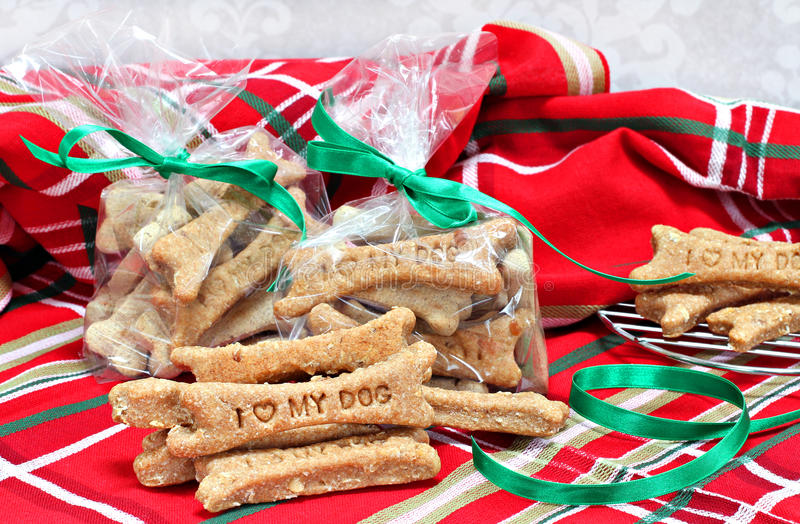 Selbst gemachte Hundekuchen stempelten mit i-Liebe meinen Hund in Weihnachtsse stockbilder