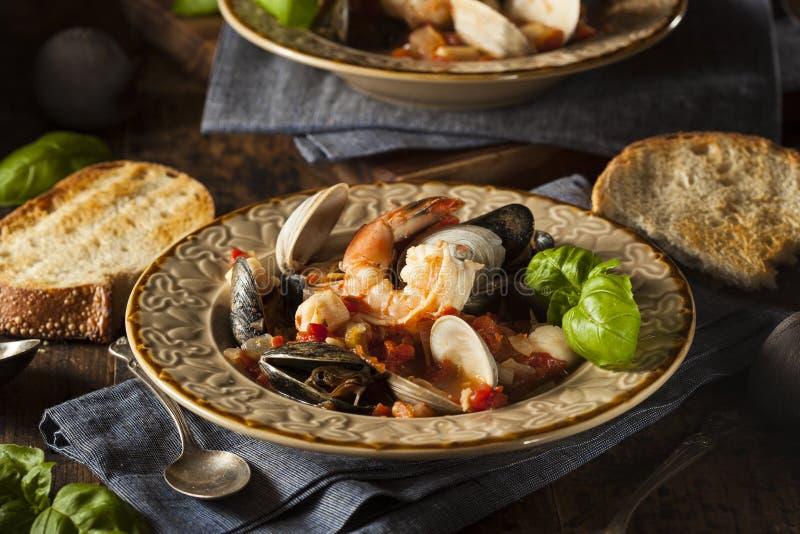 Selbst gemachte italienische Meeresfrüchte Cioppino lizenzfreie stockfotos