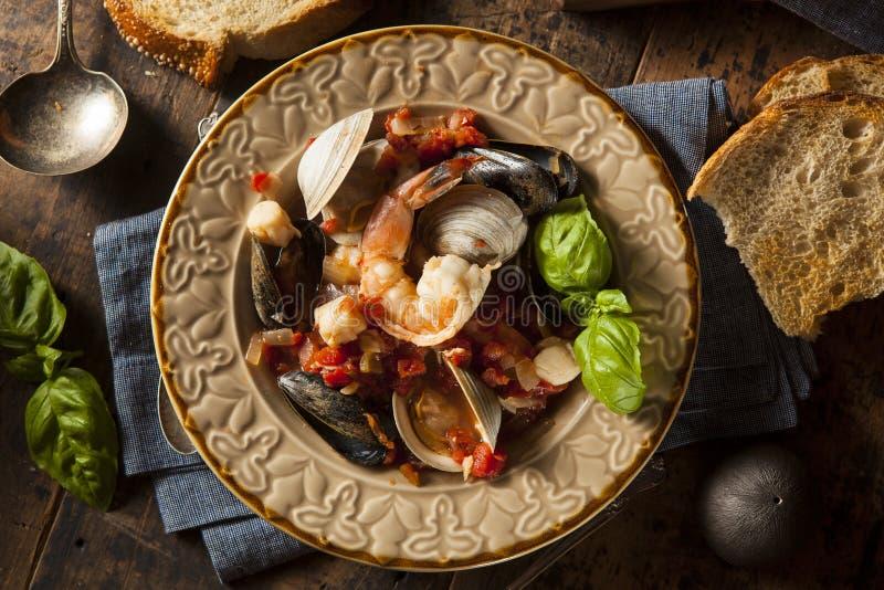Selbst gemachte italienische Meeresfrüchte Cioppino lizenzfreie stockbilder