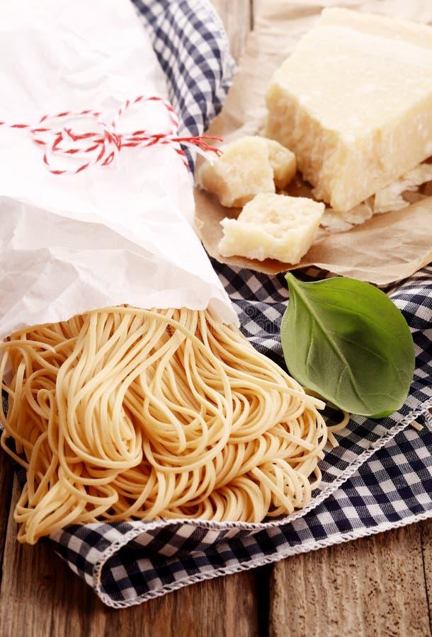 Selbst gemachte italienische Teigwaren lizenzfreie stockfotos