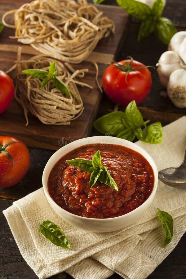 Selbst gemachte rote Italiener Marinara-Soße stockbild