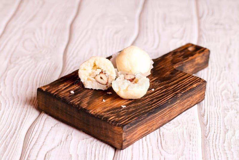 Selbst gemachte Süßigkeiten mit Kokosnuss lizenzfreie stockbilder
