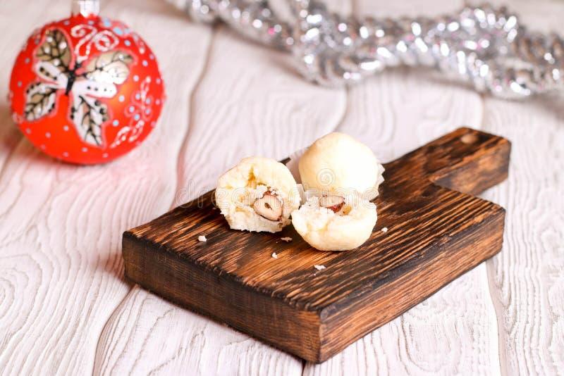 Selbst gemachte Süßigkeiten mit Kokosnuss lizenzfreie stockfotos