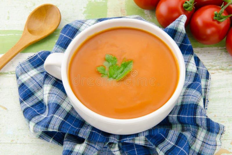 Selbst gemachte Tomatesuppe stockfotografie