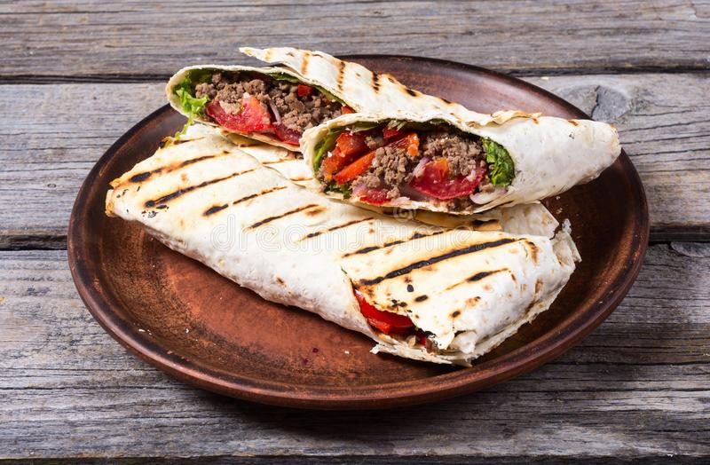 Selbst gemachter geschmackvoller Burrito lizenzfreie stockfotografie