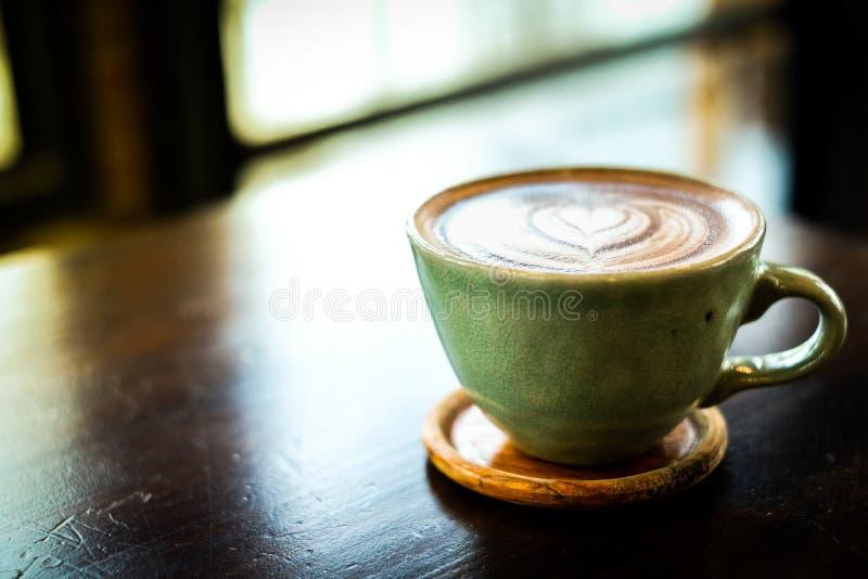 Selbst gemachter heißer frischer Kakao Kaffee oder Latte stockbilder