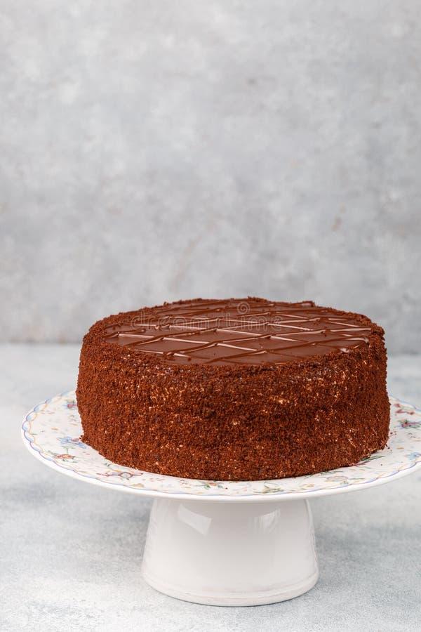 Selbst gemachter köstlicher Schokoladenkuchen Geschmackvolle Festlichkeit im Tee oder im Kaffee Nachtisch für Feinschmecker Selek stockbild