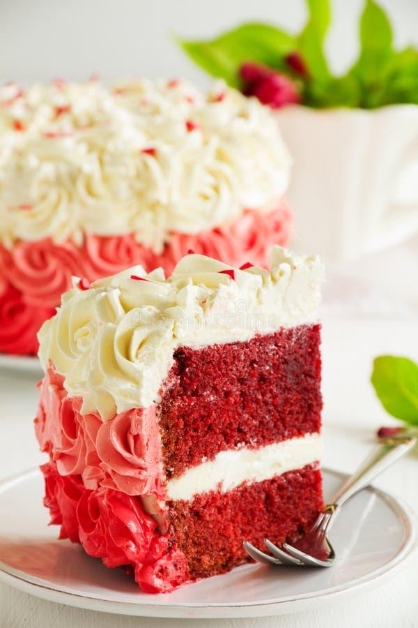 Selbst gemachter Kuchen Rot-Samt lizenzfreies stockfoto