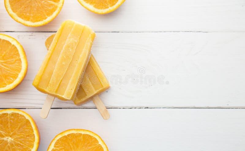 Selbst gemachter orange Juice Popsicles lizenzfreie stockfotografie