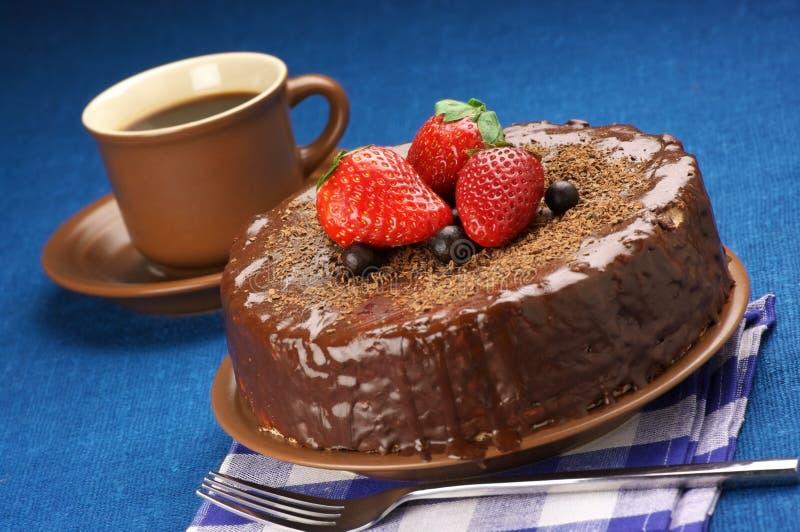 Selbst gemachter Schokoladenkuchen und -kaffee stockbild
