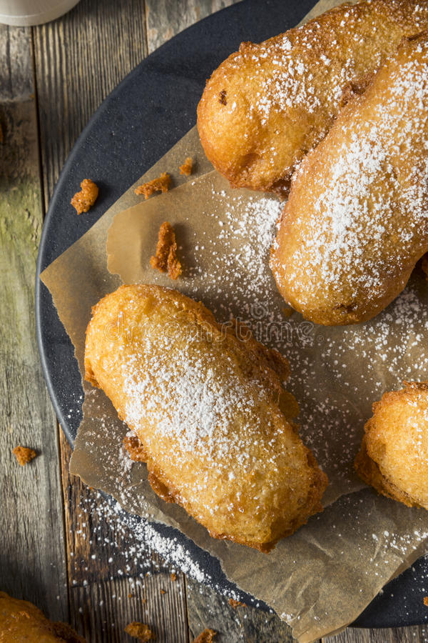 Selbst gemachter tiefer Fried Yellow Sponge Snack Cakes stockfotos