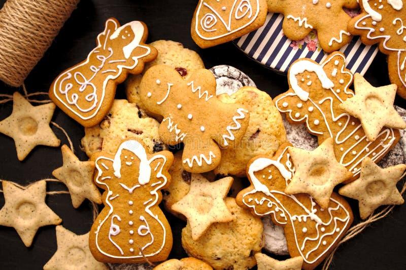 Selbst gemachter Weihnachtslebkuchen stockfoto