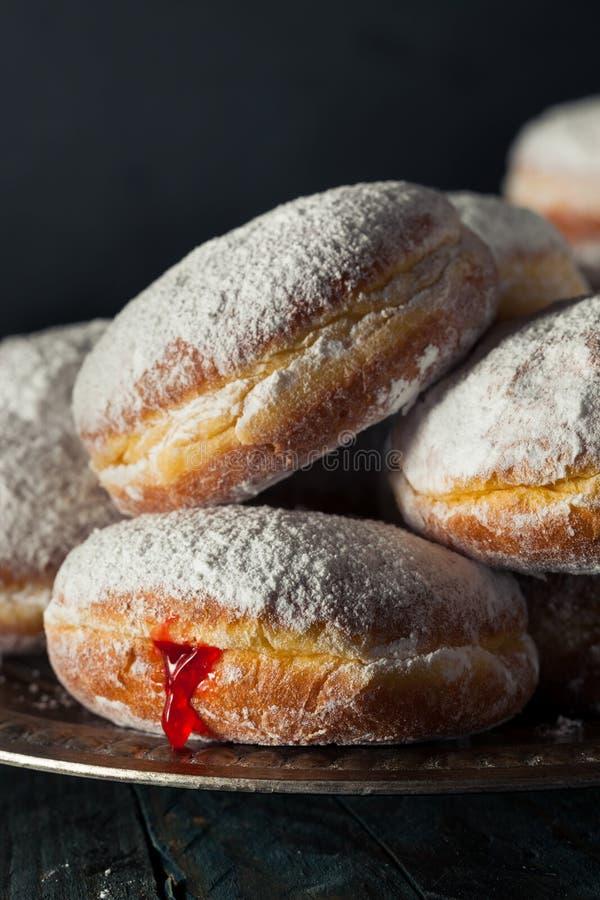 Selbst gemachter zuckerhaltiger Paczki-Donut lizenzfreie stockfotos