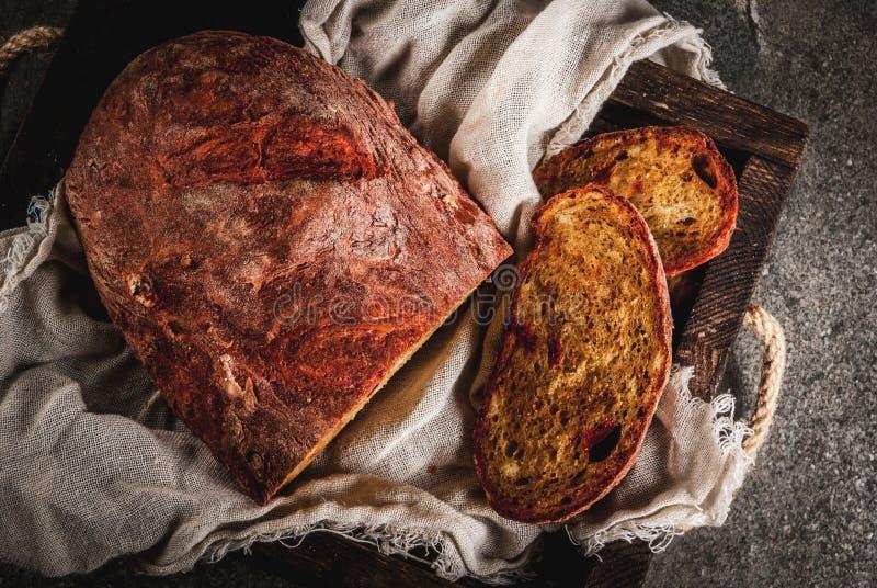 Selbst gemachtes Brot der roten Rübe stockfoto