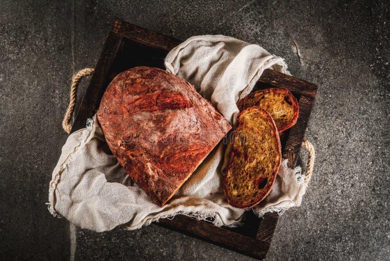 Selbst gemachtes Brot der roten Rübe stockbilder