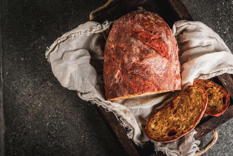 Selbst gemachtes Brot der roten Rübe lizenzfreies stockfoto