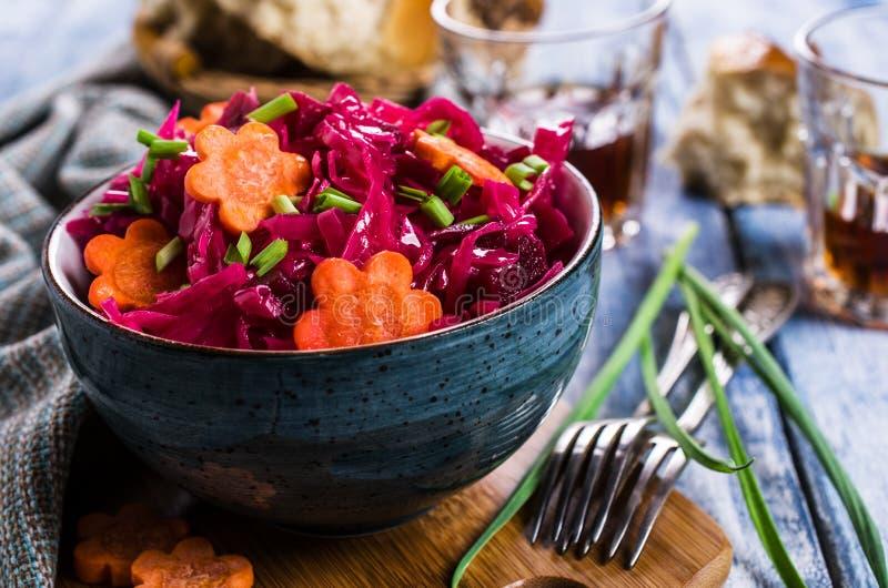 Selbst gemachtes in Essig eingelegtes Gemüse lizenzfreies stockfoto