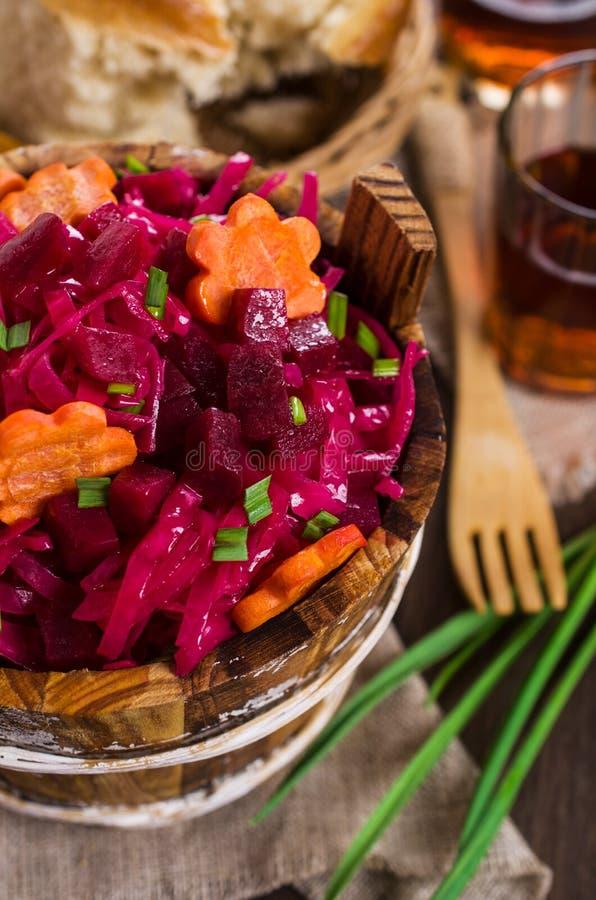 Selbst gemachtes in Essig eingelegtes Gemüse lizenzfreie stockfotografie