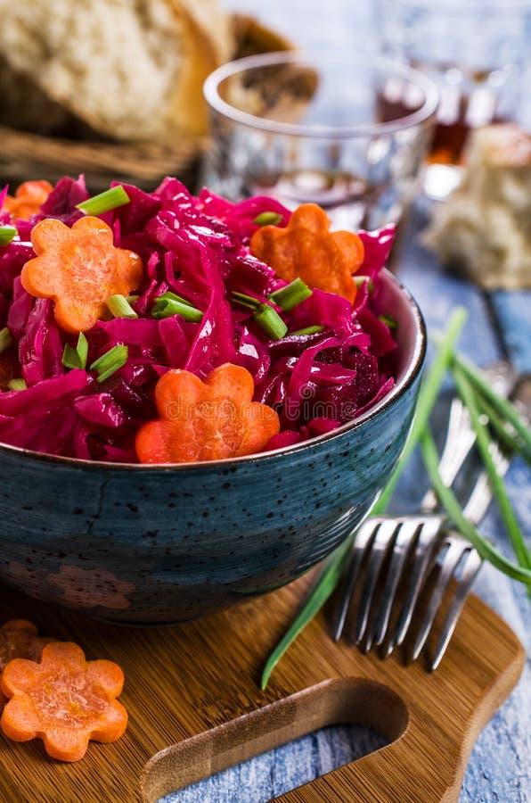 Selbst gemachtes in Essig eingelegtes Gemüse stockfotografie