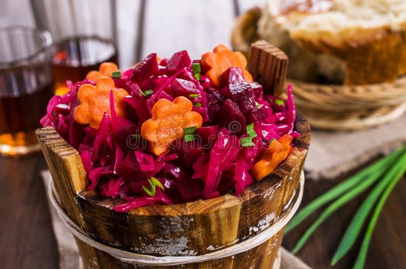 Selbst gemachtes in Essig eingelegtes Gemüse stockfoto