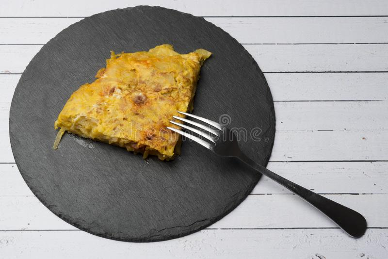 Selbst gemachtes Kartoffelomelett mit Chorizo †‹â€ ‹- spanischer traditioneller Teller lizenzfreie stockfotos