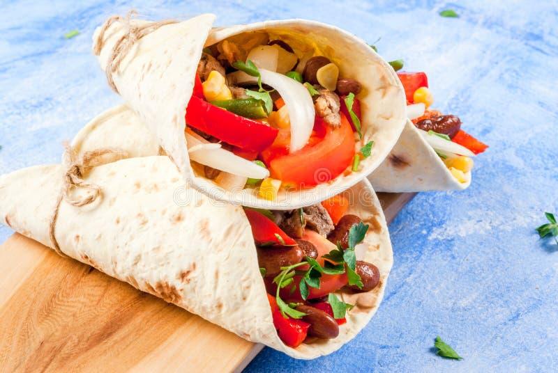 Selbst gemachtes mexikanisches Lebensmittel, Burrito stockbilder