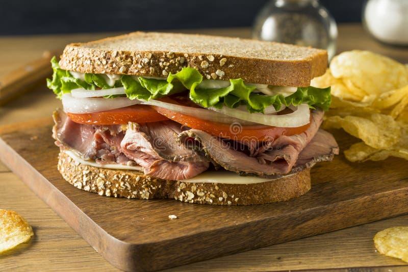 Selbst gemachtes Roastbeef-Feinkostgeschäft-Sandwich stockfoto